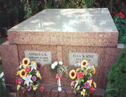 Picture of tombstone of Gerald L. K. Smith and wife Elna M. Smith
